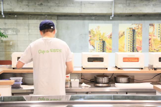 「カフェ ド ロペ銀座」のトーストメニューはすべてバルミューダで焼いています