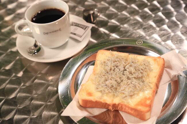 「カフェ ド ロペ銀座」の「しらすチーズトースト」