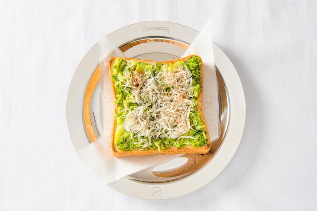 「カフェ ド ロペ銀座」の「しらすブロッコリートースト」