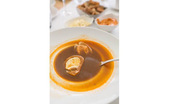 前菜はスープのみのブイヤベース