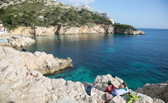 ブルーの海と白い岩肌が美しい「カランク」