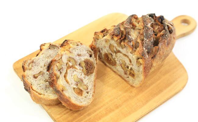 都立大学駅『ミート アンド ベーカリー バンボ』のパン「フィグ」