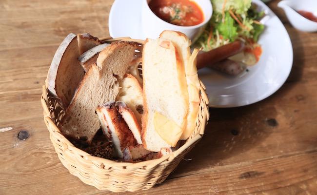 中目黒『La vie a la campagne(ラ・ヴィア・ラ・カンパーニュ)』のパンブッフェのパン