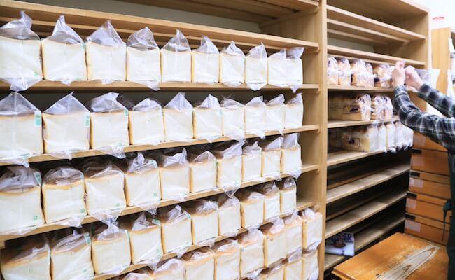 浅草のパン屋『ペリカン』の内観