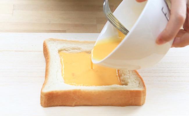 食パンにアパレイユを流し入れます