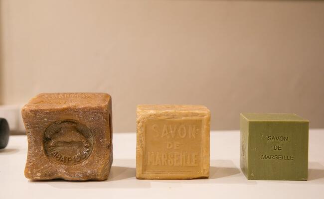 マルセイユ石鹸の色の変化