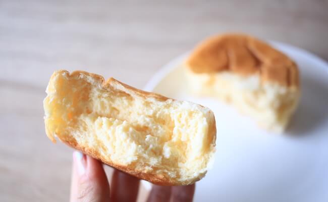 クリームがたっぷり詰まった八天堂の「くりーむパン」