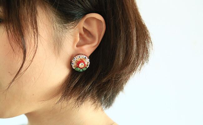 繊細なデザインで描く旅のイメージ「Lily jewelry」