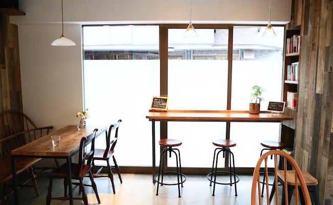 池ノ上『カフェ リスベット』の店内