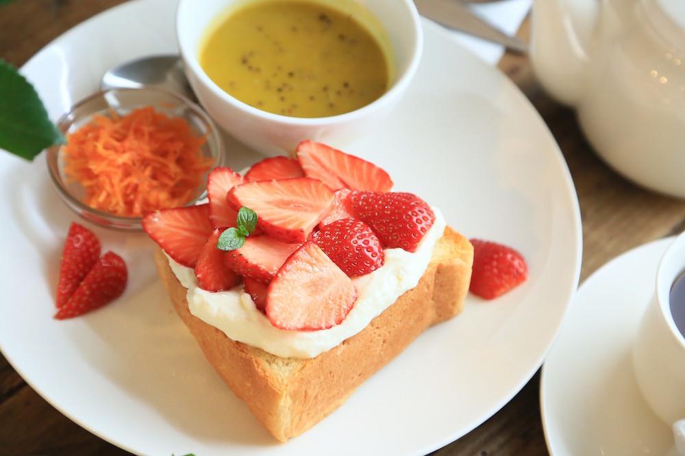 池ノ上『カフェ リスベット』のおいしいコーヒーと自家製パンのオープンサンド