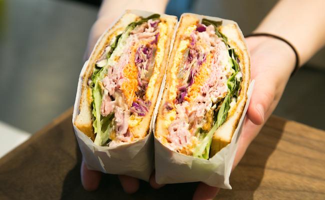 トーストサンドイッチの美しい断面