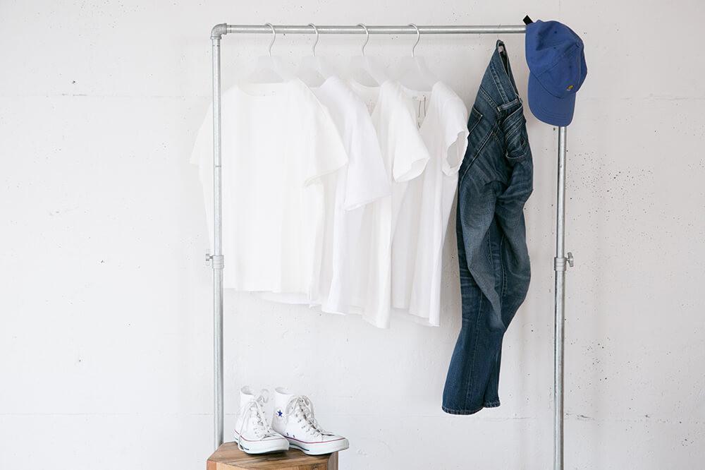 定番コーデの幅が広がる!白Tシャツ×デニムパンツの着回し術