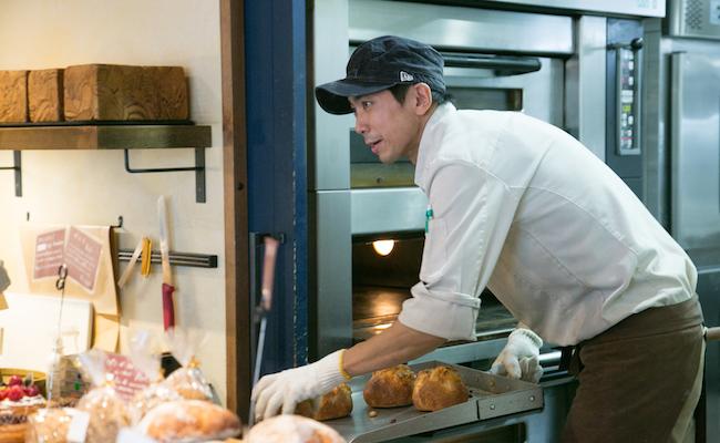 パンを焼く近賀さん