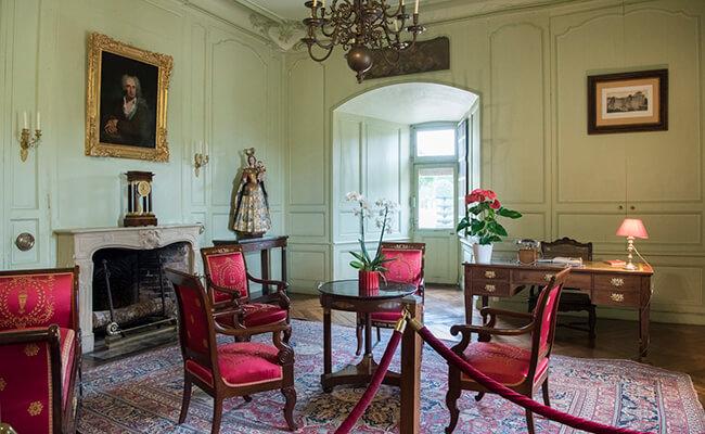 ピンクの部屋に赤の部屋!ヴィランドリー城の中を見学