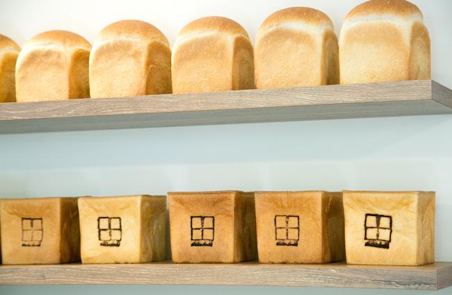 新百合ケ丘『nichinichi(ニチニチ)』の「丘の上食パン」と「nichinichi食パン」