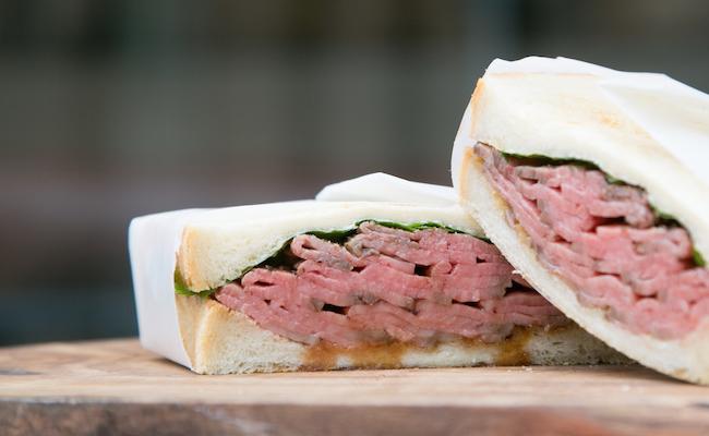 TOKYO COWBOY(トーキョーカウボーイ)の「ローストビーフサンドイッチ」