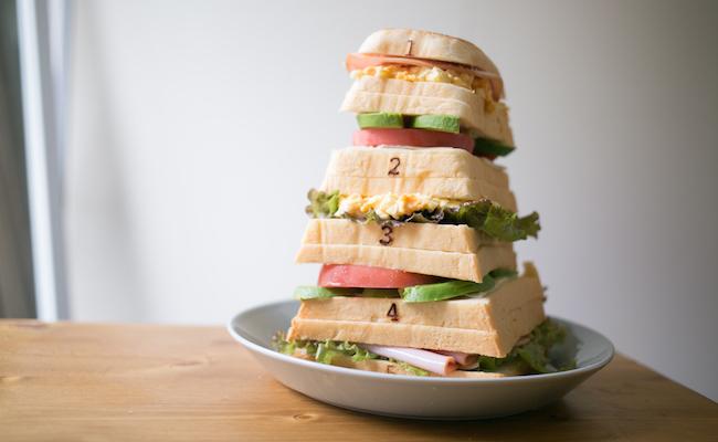 『Pain de Singe(パン ド サンジュ)』の「とびばこパン」をサンドイッチにアレンジ
