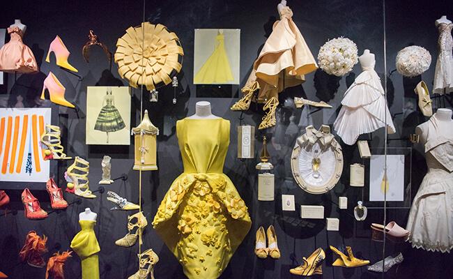 20世紀のモードを辿る『装飾芸術博物館』のディオール展