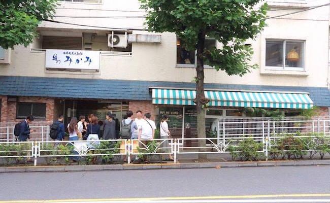 渋谷『BUY ME STAND(バイミースタンド)』のサンドイッチを求め行列ができることも。
