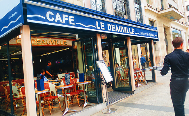 パリへ女1人旅!シャンゼリゼ通りのレストランでの出会い