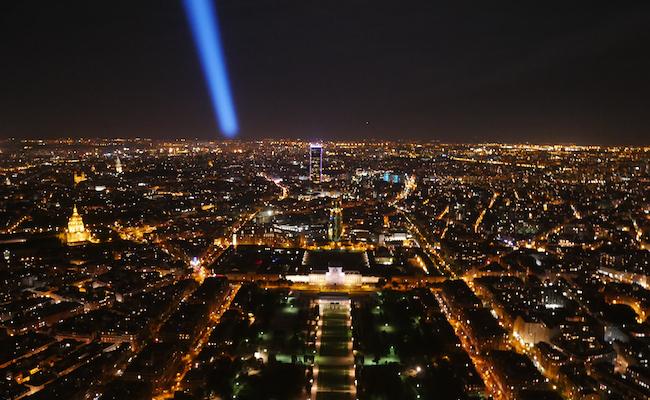 エッフェル塔から見るパリの夜景