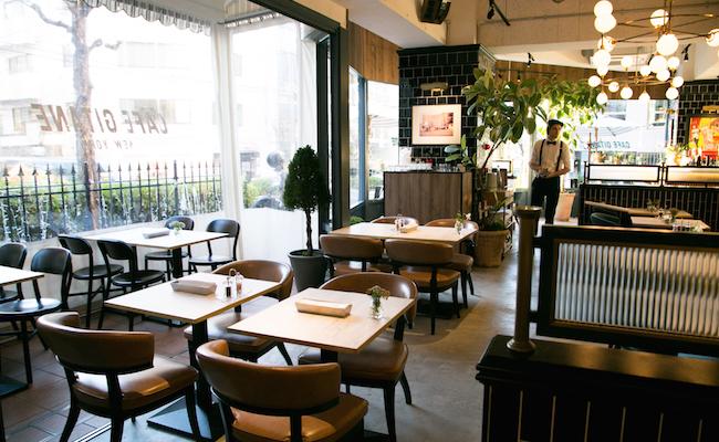 『CAFÉ GITANE(カフェ ジタン)』の店内
