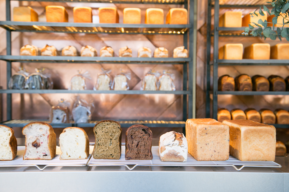 食パンが主役のサンドイッチも登場!南青山『バイキングベーカリー エフ』