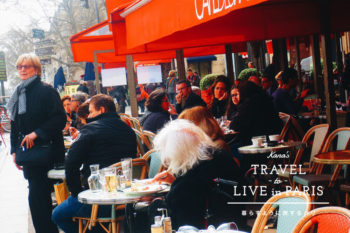 カフェでパリジェンヌやマダムを観察し、日々の暮らし方やセンスを学ぶ