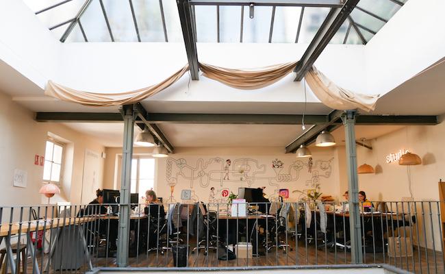 回転木馬の工場跡地をリノベーションしたユニークな作りの『My Little Paris』オフィス