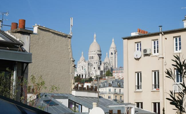 『My Little Paris』のオフィス最上階からはサクレクール寺院が望めます