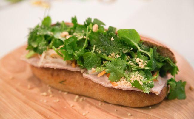 学芸大学『Stand Bánh Mì(スタンドバインミー)』の「プレミアムバインミー」