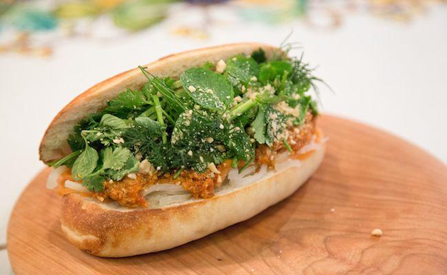 学芸大学『Stand Bánh Mì(スタンドバインミー)』の鯖のバインミー