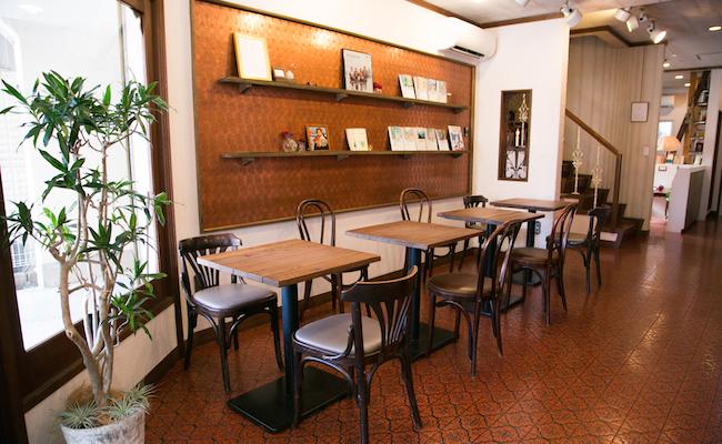 鵠沼海岸『シネコヤ』1階のカフェスペース