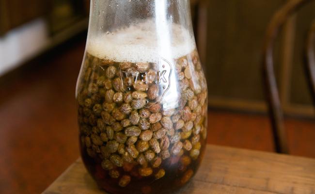 『チコパン』自家製酵母は、なんと水と干しぶどうの2つだけから作られています!