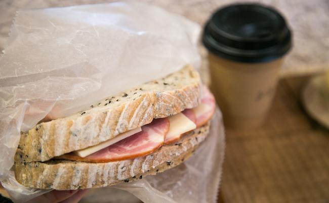 「サンドイッチのプレート」