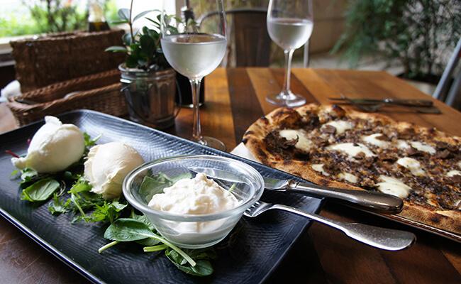 イタリア直送の水牛のモッツァレラを食べに『オービカ モッツァレラバー』へ