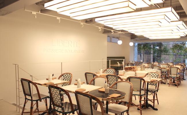 吉祥寺『リベルテ』の2Fのカフェスペース