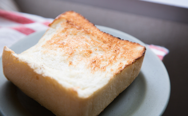 駒沢『PANYA ASHIYA TOKYO(パンヤ アシヤ トウキョウ)』の食パンをトーストした様子
