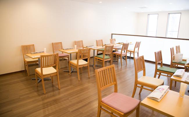 下高井戸『PARLOR SHISHIDO(パーラー シシド)』の12時から利用できる2Fのカフェ空間