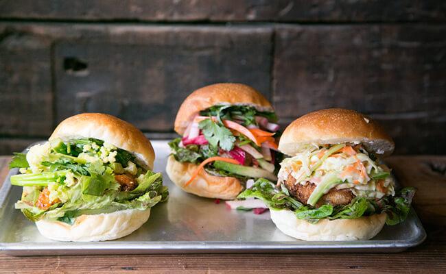 立川『かいじゅう屋』のカラフルサンドイッチ