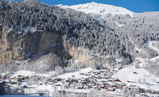 パリからスイスへ小旅行!登山鉄道の車窓からユングフラウヨッホの絶景を楽しむ