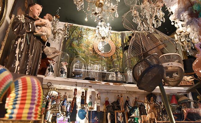 小さい店に宝物がいっぱい!モンマルトルのブロカント店『L'objet qui Parle』