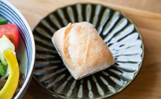 国分寺『SWITCH KOKUBUNJI』の焼きたてパン