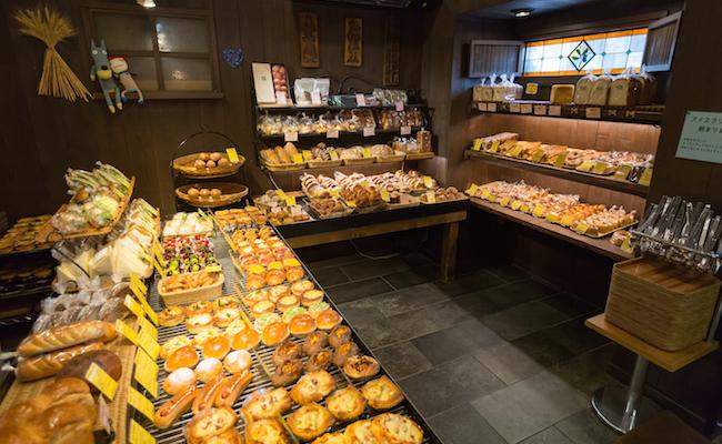 松戸のパン屋『Zopf(ツオップ)』の内観