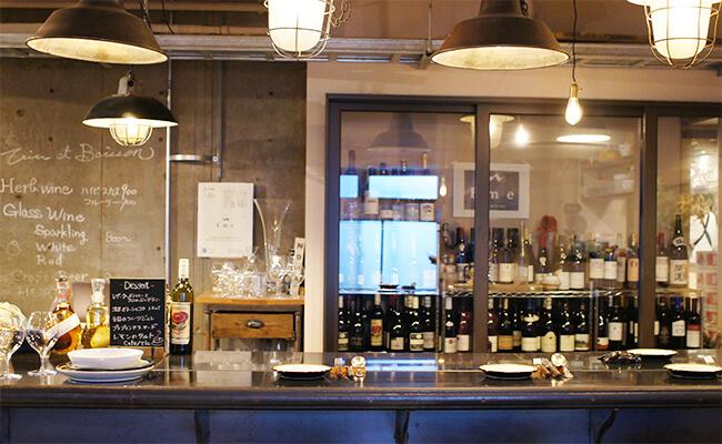 緑のアーチの向こうにあるおいしい食卓『WINE & BISTORO Emeエメ』