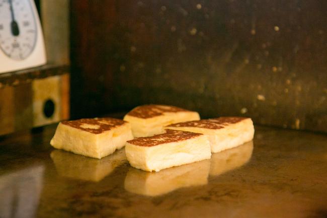 『Cafe AALIYA(カフェ アリヤ)』の銅板で焼き上げるフレンチトースト