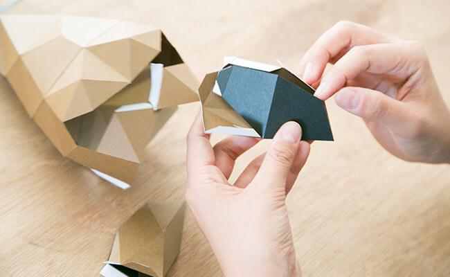 海外のインテリア風に!紙のハンティング・トロフィー『組み立てるインテリア KAKUKAKU』