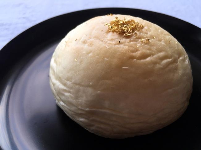 京都の『クリームパン専門店 キンイロ』の、はちみつを使ったクリームパン