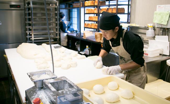 清瀬の高級食パン専門店『考えた人すごいわ』の伊藤シェフ