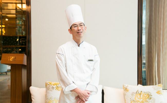 『パレスホテル東京』のベーカリーやペストリーを統括する窪田シェフ